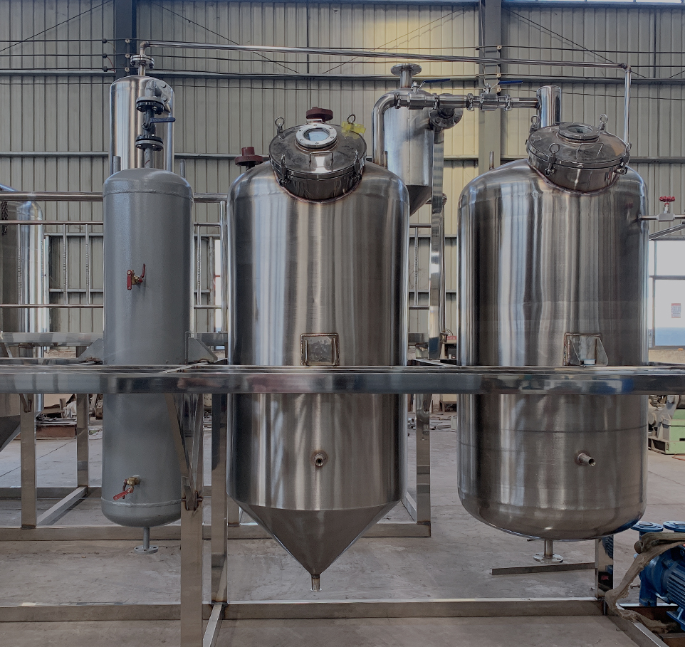 Small electric heating vegetable oil refining unit
